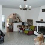 Casa Zan, sufragerie, semineu, bucatarie